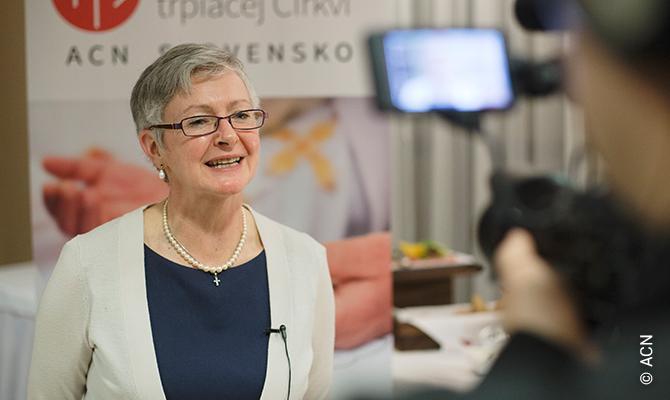 Regina Lynch, Leiterin der Projektabteilung von ACN International.