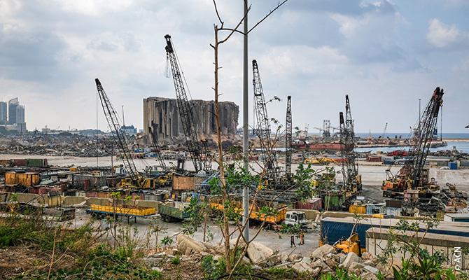 El 4 de agosto de 2020, más de dos mil toneladas de nitrato de amonio explotaron en el puerto de Beirut