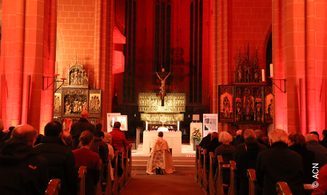 Adoration at the end of the event Night of the Witnesses (Abend der Zeugen), November 22nd, 2019 in Frankfurt am Main St. Bartholomäus Cathedral.