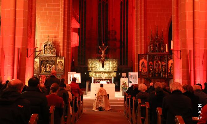 Adoration at the end of the event Night of the Witnesses (Abend der Zeugen), November 22nd, 2019 in Frankfurt am Main St. Bartholomäus Cathedral.