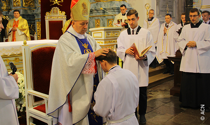 Belarus: Help for the training of 25 seminarians in Grodno.