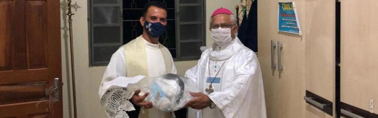 Brasil: Material de protección ante el coronavirus para sacerdotes