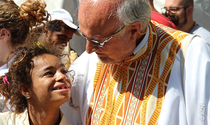P. Renato Chiera, sacerdote italiano que lleva 42 años en Brasil dedicando su vida a la recuperación de niños y jóvenes que viven en la calle.