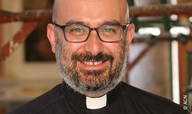 El párroco de la catedral maronita de San Jorge, Jad Chlouk.