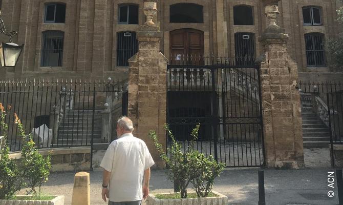 Líbano, Beyrouth - Iglesia de San José, construida en el siglo XIX y atendida por los jesuitas. El edificio fue renovado en partes hace tres años, y ha sufrido graves daños por la explosión del 4 de agosto de 2020 (ventanas y puertas, incluyendo los marcos, y partes del techo).