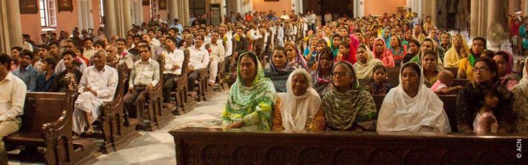 Pakistani Catholics volunteer for Church security