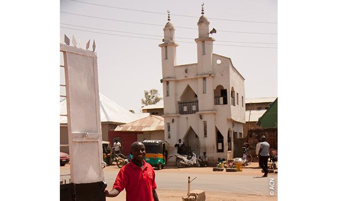Vivir con el Islam: Una mezquita justo enfrente del seminario mayor de San Agustín.