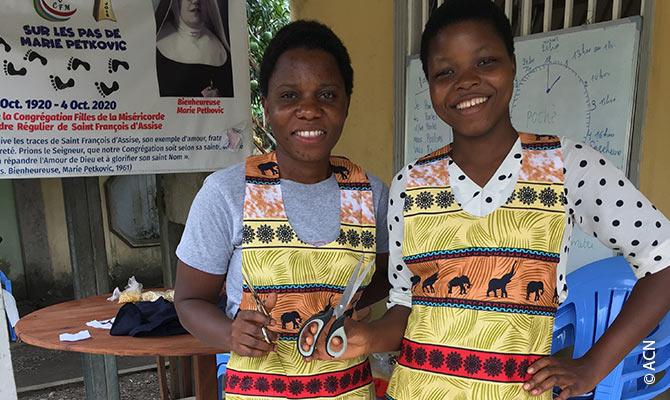 Les jeunes mères peuvent également bénéficier d'une formation de couturière et trouver ainsi plus facilement du travail.