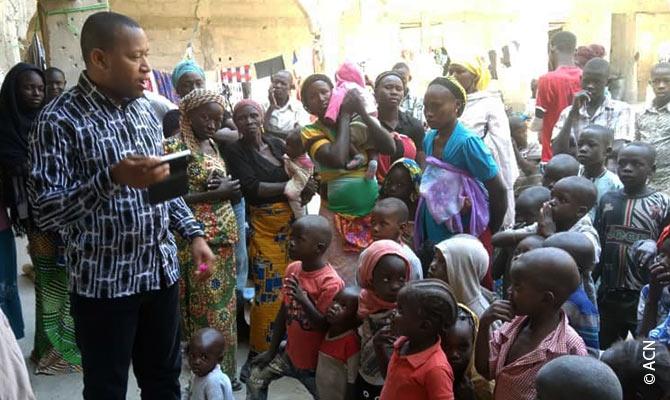 Padre Fidelis Bature, un psicólogo clínico que colabora en proyectos con la fundación pontificia ACN International desde Nigeria.