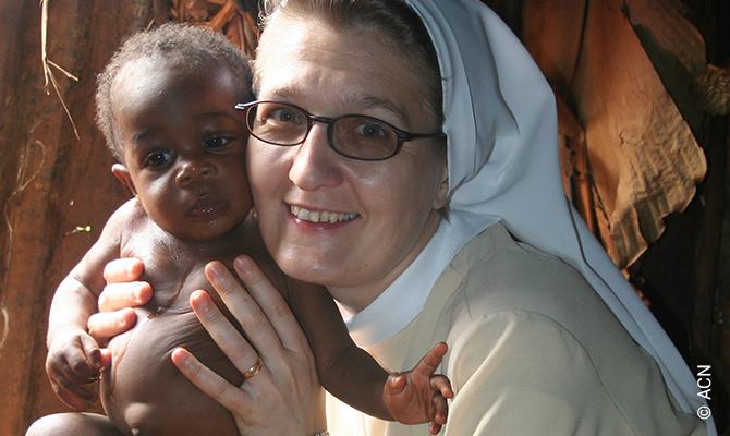 Kinder Gottes: Schwester Dariusza und ihr Schützling.