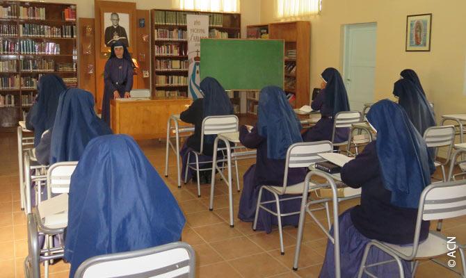 Grâce à l'aide de nos bienfaiteurs, nous avons pu aider les sœurs argentines à hauteur de 10.900 euros, afin d'assurer la formation des jeunes sœurs.