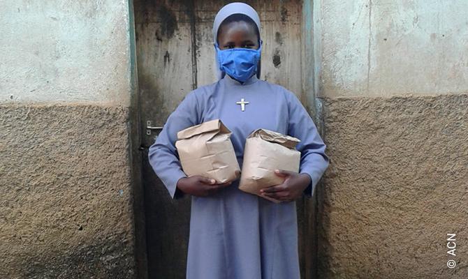 Le suore Pallottine aiutano i bisognosi in Ruanda durante la pandemia di coronavirus.