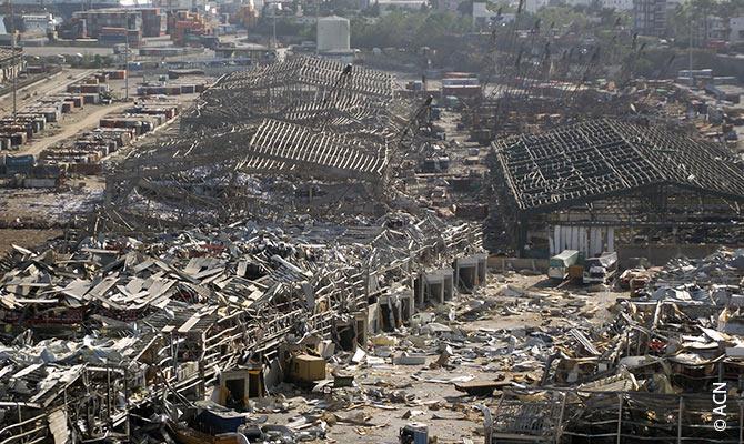 Devastação nas imediações da igreja e da residência das enfermeiras do Hospital do Rosário após a explosão.