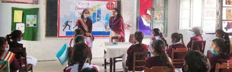 Junge christliche Frauen in Pakistan sind mit Diskriminierung, sozialer Ausgrenzung und Armut konfrontiert