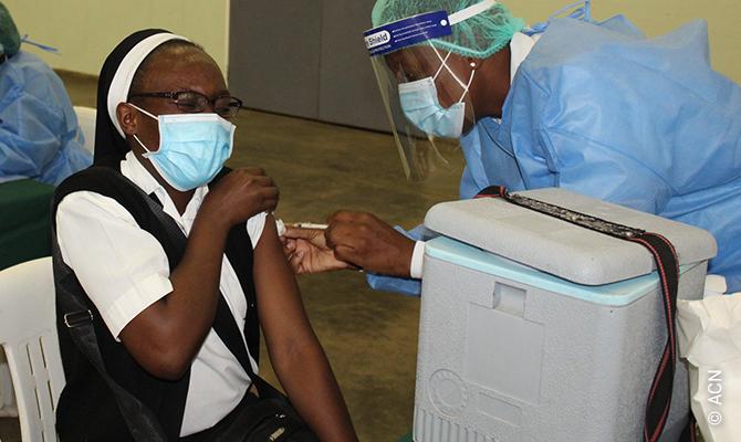 La reciente reimposición del confinamiento en Zimbabue debido a la pandemia del coronavirus ha dirigido, una vez más, la atención mundial hacia este angustiado país.