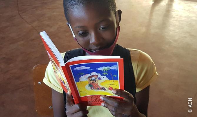 ACN ha impreso 51 millones de ejemplares de la Biblia del Niño en más de 190 idiomas durante los últimos 42 años.