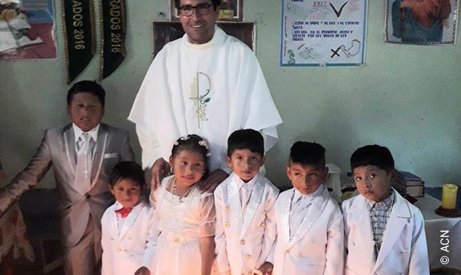 Nous ne voudrions pas abandonner le Père Darwit, c'est pourquoi nous soutenons la construction du nouveau presbytère à hauteur de 26.700 euros.