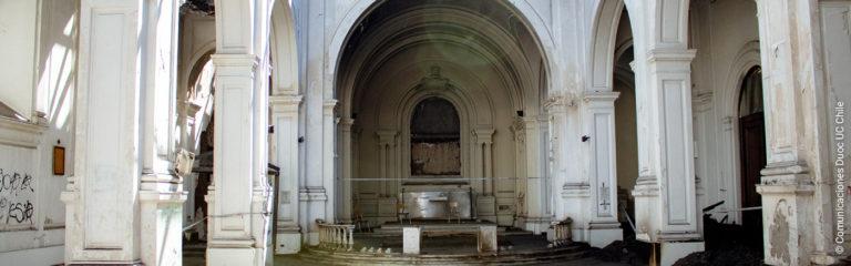Chili: un groupe de jeunes aide à la reconstruction d'une église vandalisée