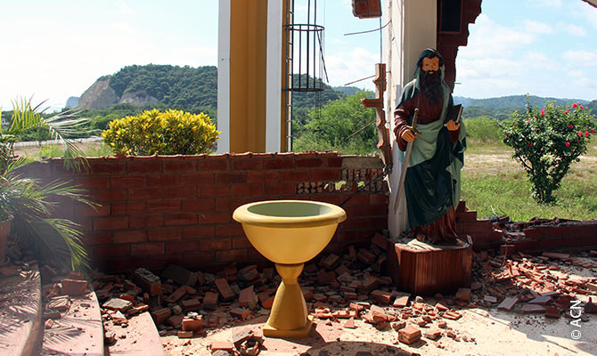 In the various parishes, 80 % of the churches, catechetical education centres, rectories, monasteries and means of transport have been destroyed.