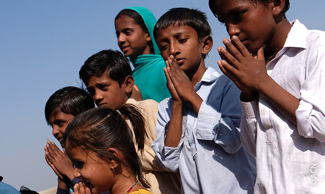 Children praying in the village of Bethlehem, diocese of Hyderabad.