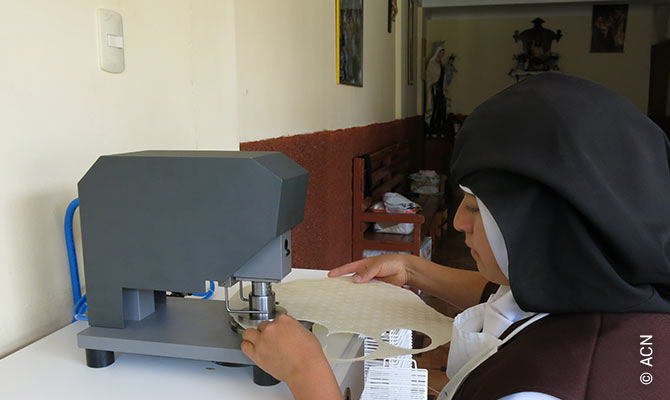 A new baking machine for consecrated wafers for the Convent of the Discalced Carmelites in Albancay.