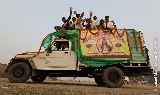 The faithful on their way home after a Christian procession in the state of Bihar.