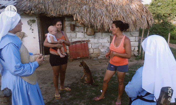 Soeur de l'ordre Misioneras de Jesus Verbo y Victima lors de la catechese a Guasimal au centre de Cuba.