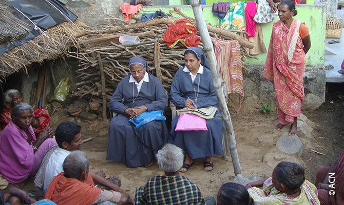 Sisters in conversation with believers in Gumuda, diocese of Kashinagar.