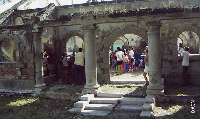 Reconstruction of church buildings in Nazabal.