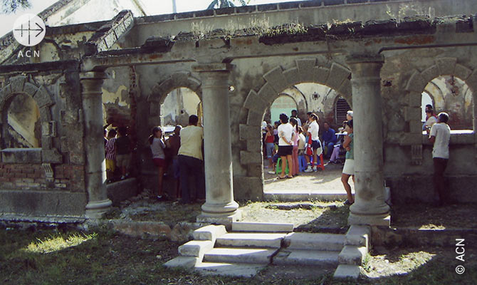 Reconstruction des edifices religieux a Nazabal.