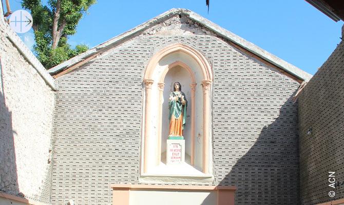 Capela da curia diocesana em Les Cayes, cujo telhado foi destruido pelo furacao Matthew.