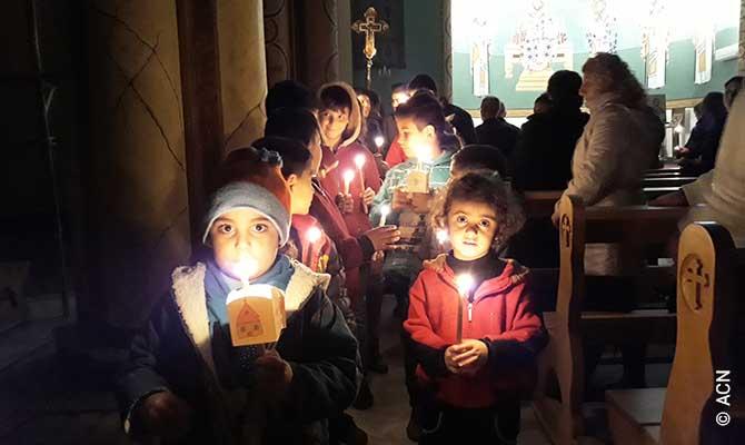 """Impressions from the ACN Advent campaign """"Candles for Peace""""."""