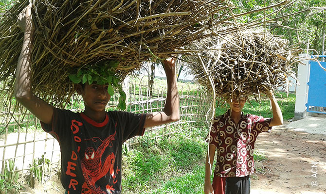 In Glasnogar, pupils help build a chapel for the Marist Brothers of Bangladesh.
