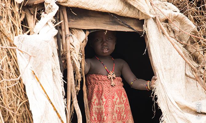Mädchen aus dem Stamm der Dessanech im Dorf Oromate, wo die Menschen erst seit kurzem mit dem Evangelium vertraut sind.