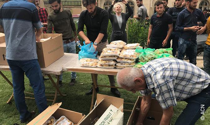 Displaced Christians in Kirkuk receiving food supplies.
